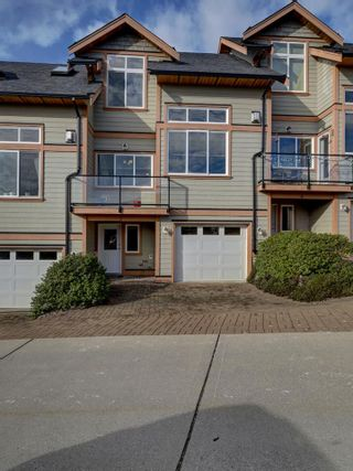 "Photo 1: 7 728 GIBSONS Way in Gibsons: Gibsons & Area Townhouse for sale in ""ISLAND VIEW LANES"" (Sunshine Coast)  : MLS®# R2537940"