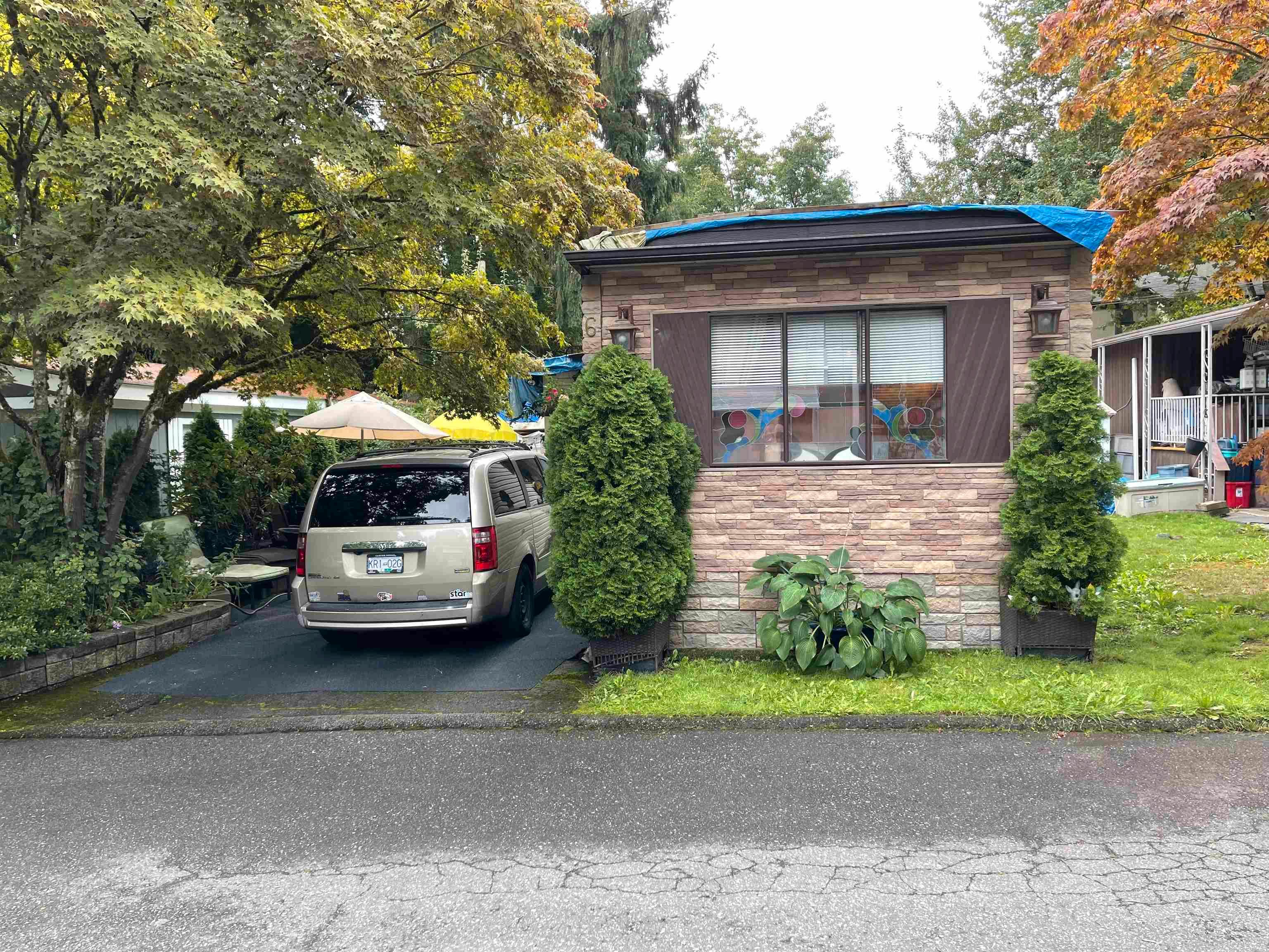 Main Photo: 6 6571 KING GEORGE Boulevard in Surrey: West Newton Manufactured Home for sale : MLS®# R2613455