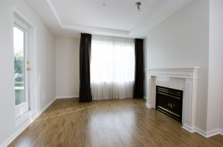 """Photo 5: 108 6475 CHESTER Street in Vancouver: Fraser VE Condo for sale in """"Southridge House"""" (Vancouver East)  : MLS®# R2439801"""