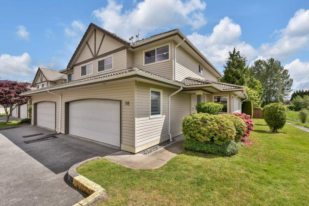 """Main Photo: 98 758 RIVERSIDE Drive in Port Coquitlam: Riverwood Townhouse for sale in """"RIVERLANE ESTATES"""" : MLS®# R2585825"""