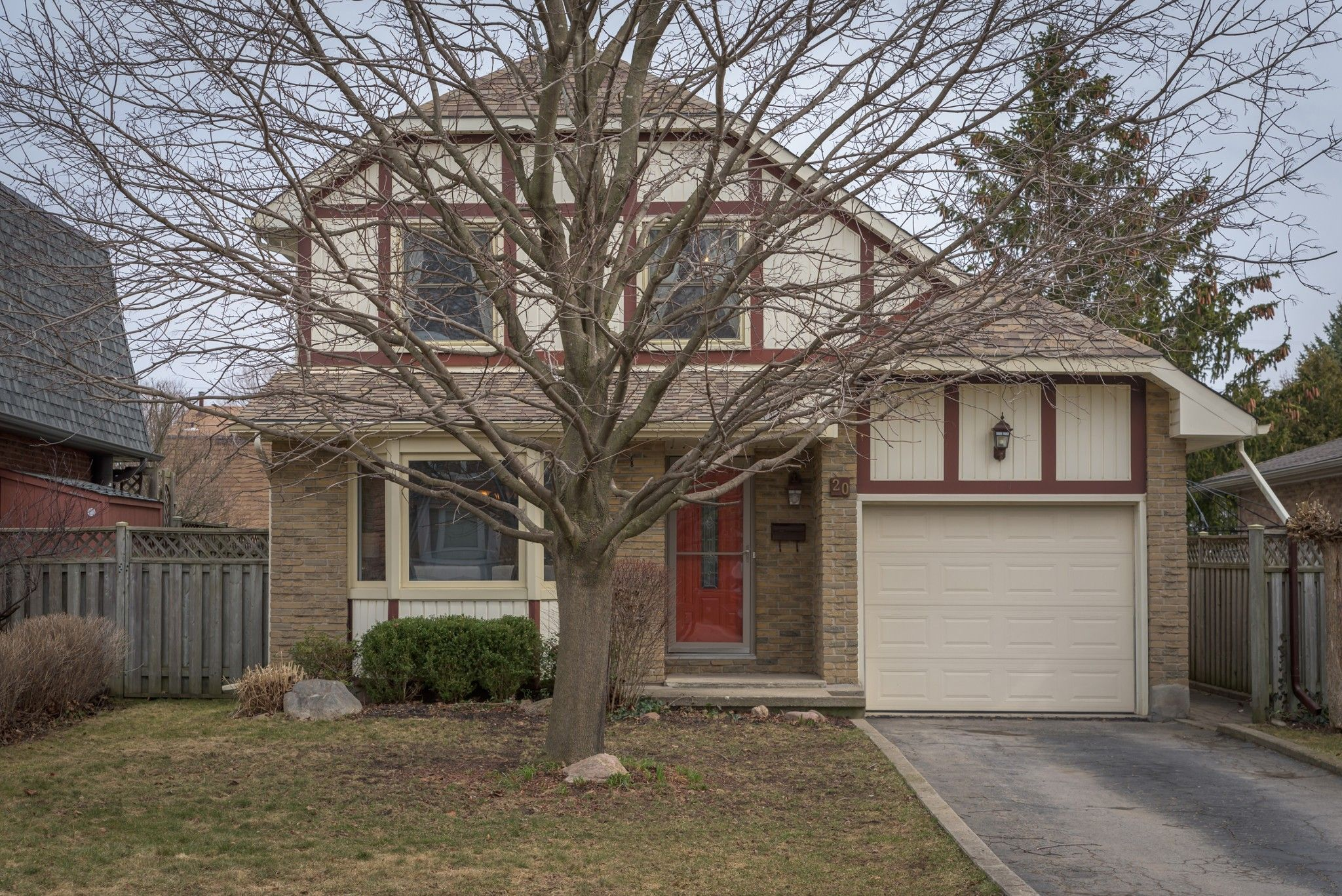 Main Photo: 20 EDMUNDS Crescent in London: Property for sale : MLS®# 251494