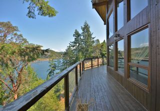 Photo 2: 4067 FRANCIS PENINSULA Road in Madeira Park: Pender Harbour Egmont House for sale (Sunshine Coast)  : MLS®# R2604603