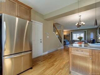 Photo 10: 2001 Duggan Pl in VICTORIA: La Bear Mountain House for sale (Highlands)  : MLS®# 811610