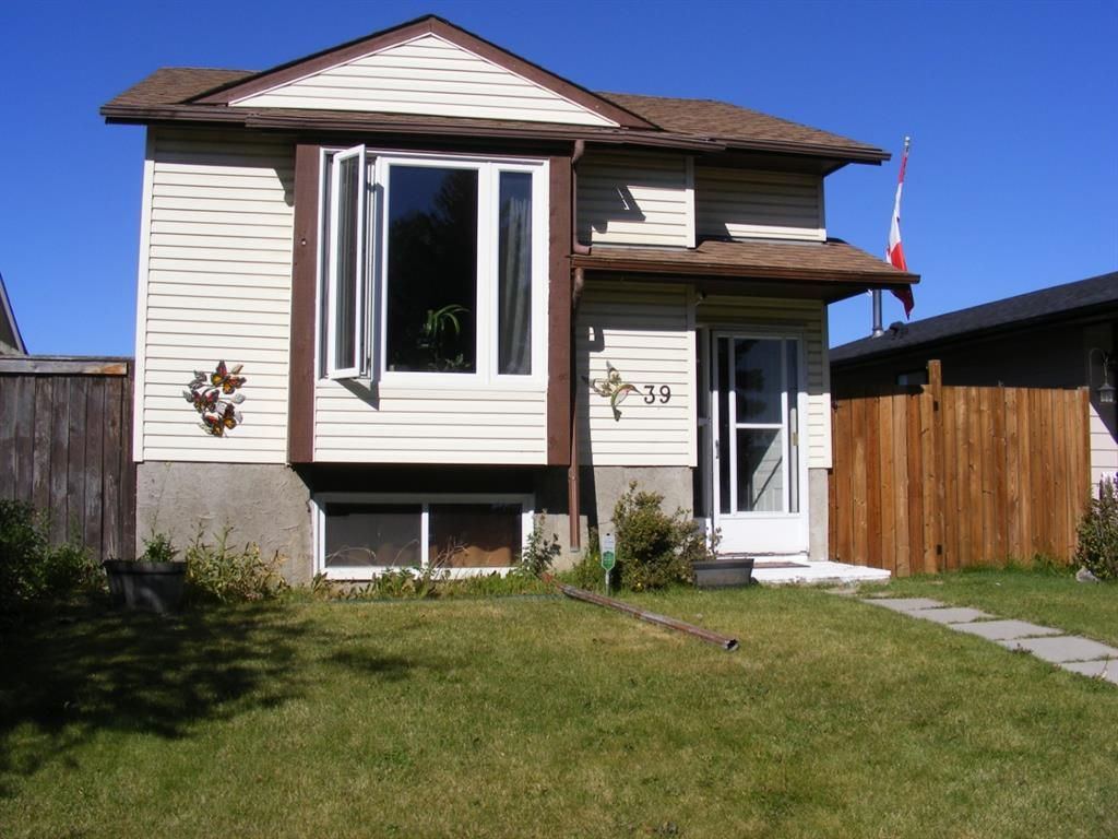 Main Photo: 39 ABERDARE Way NE in Calgary: Abbeydale Detached for sale : MLS®# A1032970