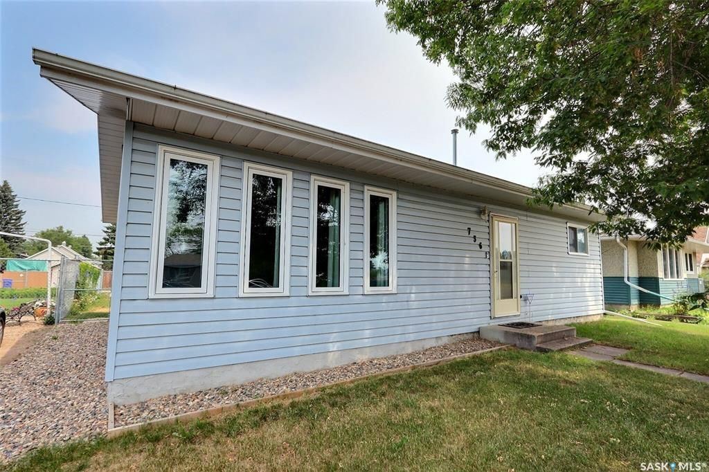 Main Photo: 736 6th Street East in Prince Albert: East Flat Residential for sale : MLS®# SK864094