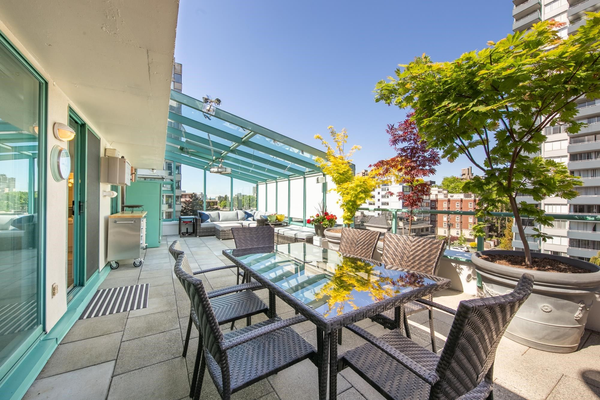 """Main Photo: 703 1132 HARO Street in Vancouver: West End VW Condo for sale in """"THE REGENT"""" (Vancouver West)  : MLS®# R2613741"""
