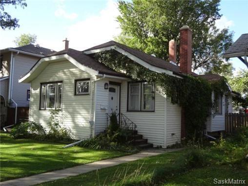 Main Photo: 915 10th Street East in Saskatoon: Single Family Dwelling for sale : MLS®# SK443278