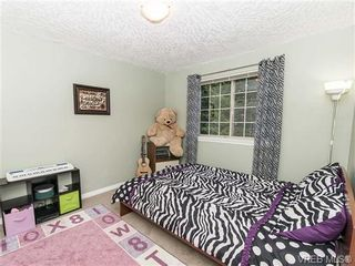 Photo 13: 2 1241 Santa Rosa Ave in VICTORIA: SW Strawberry Vale Row/Townhouse for sale (Saanich West)  : MLS®# 725343