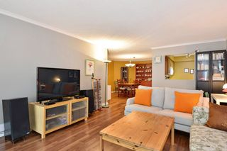 """Photo 4: 204 1458 BLACKWOOD Street: White Rock Condo for sale in """"Champlain Manor"""" (South Surrey White Rock)  : MLS®# R2208824"""
