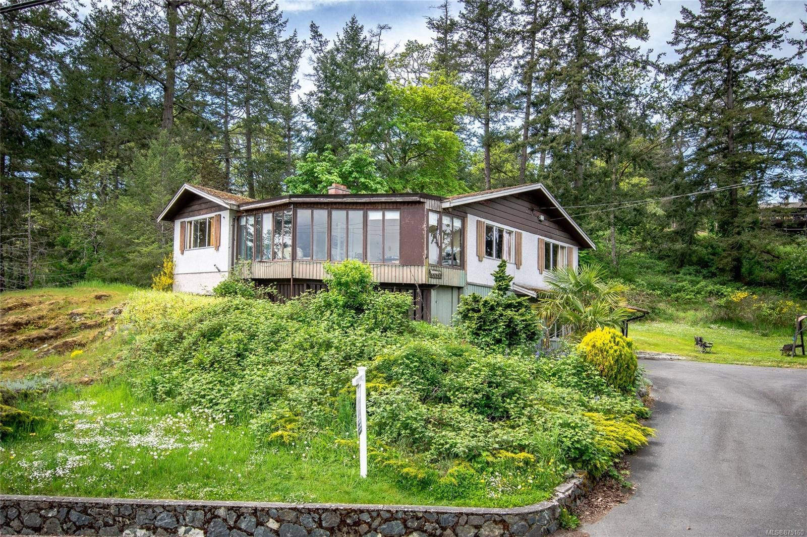 Main Photo: 3976 Wilkinson Rd in : SW Strawberry Vale House for sale (Saanich West)  : MLS®# 875160