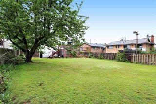 "Photo 3: 15930 ROPER Avenue: White Rock House for sale in ""WHITE ROCK"" (South Surrey White Rock)  : MLS®# R2152356"