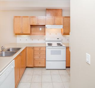 """Photo 13: 109 5605 HAMPTON Place in Vancouver: University VW Condo for sale in """"THE PEMBERLEY"""" (Vancouver West)  : MLS®# R2160612"""