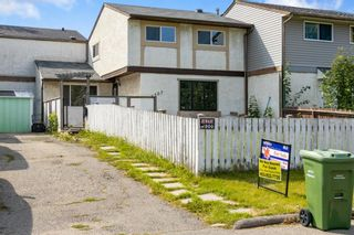 Photo 3: 4307 4A Avenue SE in Calgary: Forest Heights Row/Townhouse for sale : MLS®# A1142368