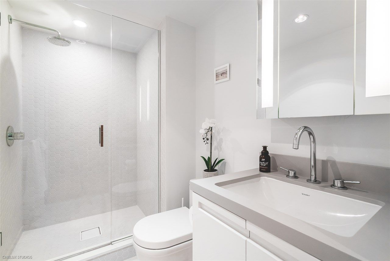 """Photo 11: Photos: 1806 188 KEEFER Street in Vancouver: Downtown VE Condo for sale in """"188 KEEFER"""" (Vancouver East)  : MLS®# R2257646"""