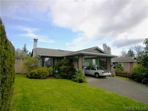 Main Photo: 1222 Alan Rd in VICTORIA: SW Layritz House for sale (Saanich West)  : MLS®# 637712