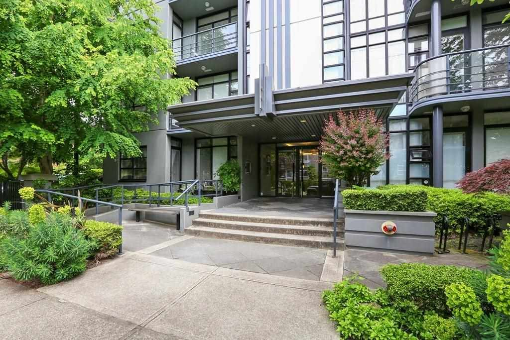 Main Photo: 201 2828 YEW Street in Vancouver: Kitsilano Condo for sale (Vancouver West)  : MLS®# R2587045