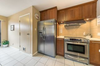 Photo 8: 5767 MAYVIEW Circle in Burnaby: Burnaby Lake Townhouse for sale (Burnaby South)  : MLS®# R2453686