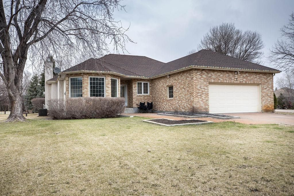 Main Photo: 2 CLAYMORE Place: East St Paul Residential for sale (3P)  : MLS®# 202109331