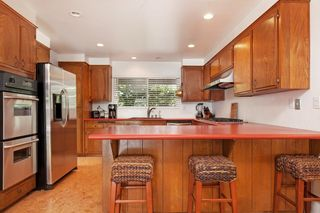 Photo 8: OCEANSIDE House for sale : 3 bedrooms : 1675 Avocado