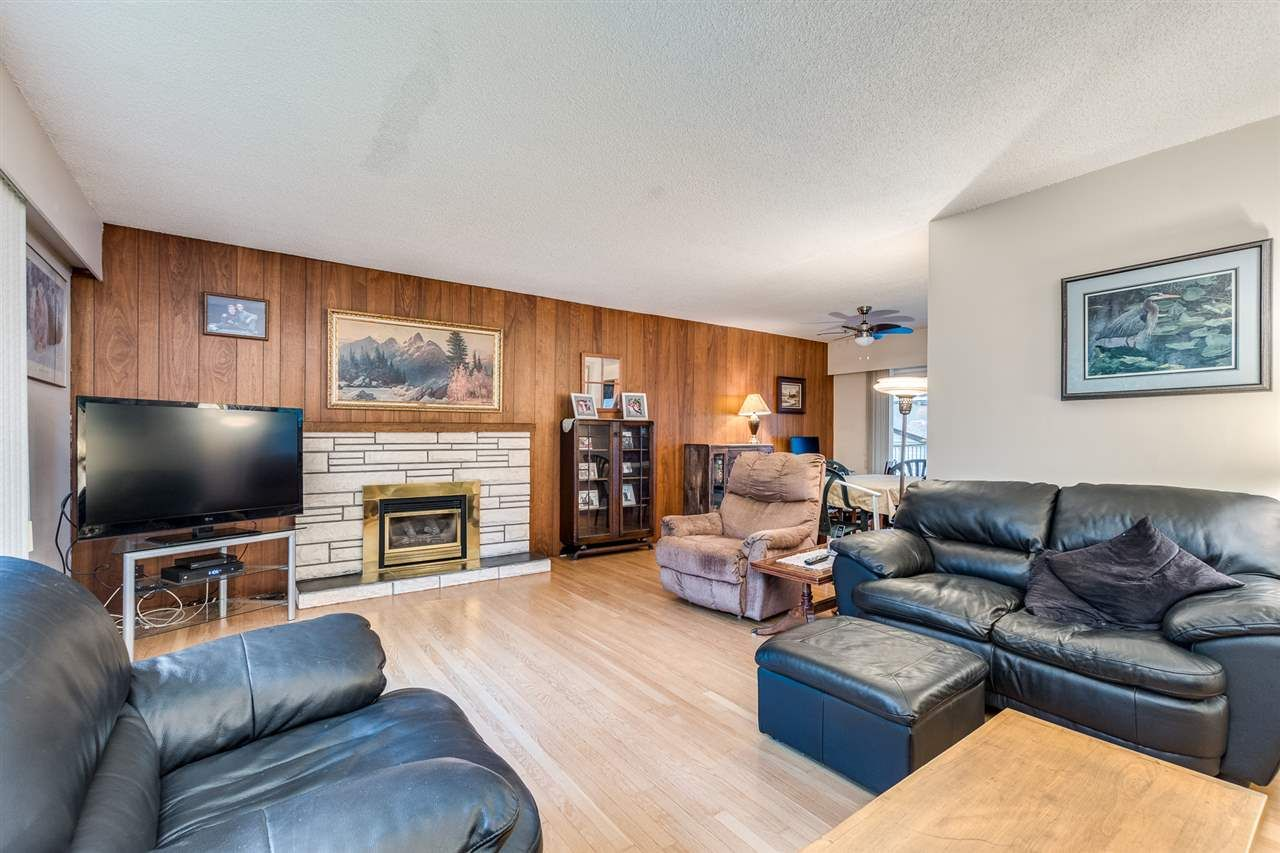 Photo 5: Photos: 3655 COAST MERIDIAN Road in Port Coquitlam: Glenwood PQ House for sale : MLS®# R2528909