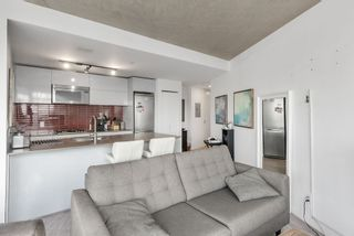 """Photo 8: 3208 128 W CORDOVA Street in Vancouver: Downtown VW Condo for sale in """"Woodwards (W43)"""" (Vancouver West)  : MLS®# R2538391"""