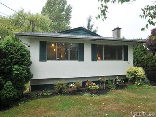 Photo 1: 3122 Doncaster Dr in VICTORIA: Vi Oaklands House for sale (Victoria)  : MLS®# 683706