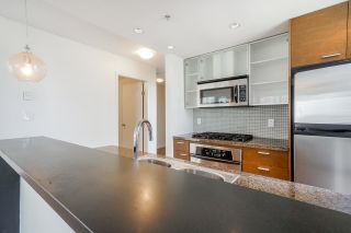 """Photo 17: 805 980 COOPERAGE Way in Vancouver: Yaletown Condo for sale in """"COOPERS POINTE by Concord Pacific"""" (Vancouver West)  : MLS®# R2614161"""