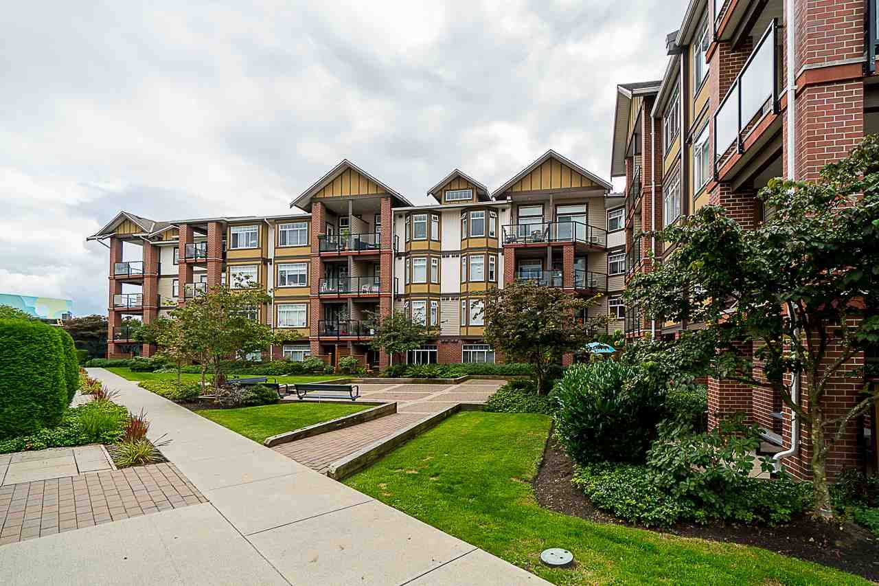 Main Photo: 132 5660 201A Street in Langley: Langley City Condo for sale : MLS®# R2502123