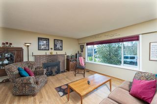 Photo 2: 2082 Piercy Ave in : Si Sidney North-East House for sale (Sidney)  : MLS®# 872613