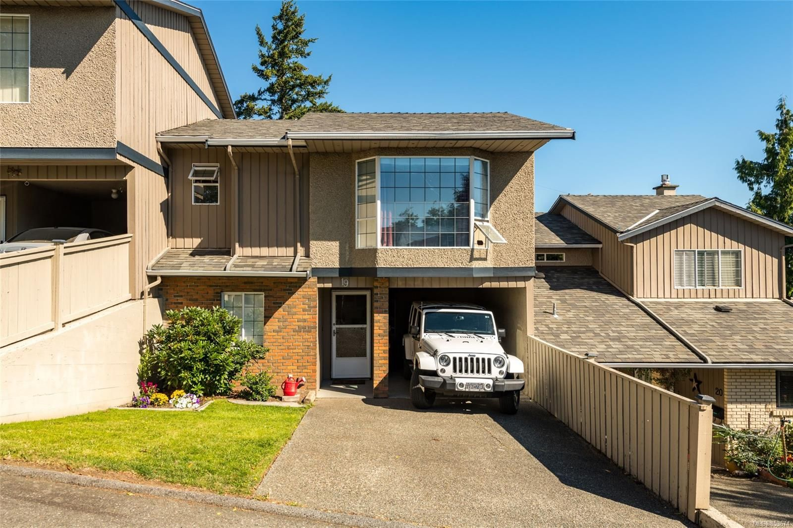 Main Photo: 19 3341 Mary Anne Cres in : Co Triangle Row/Townhouse for sale (Colwood)  : MLS®# 853674