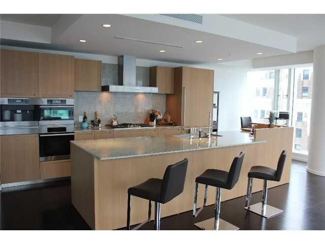 """Photo 2: Photos: 2407 - 1011 West Cordova Street in Vancouver: Coal Harbour Condo for sale in """"Fairmont"""" (Vancouver West)  : MLS®# V898688"""
