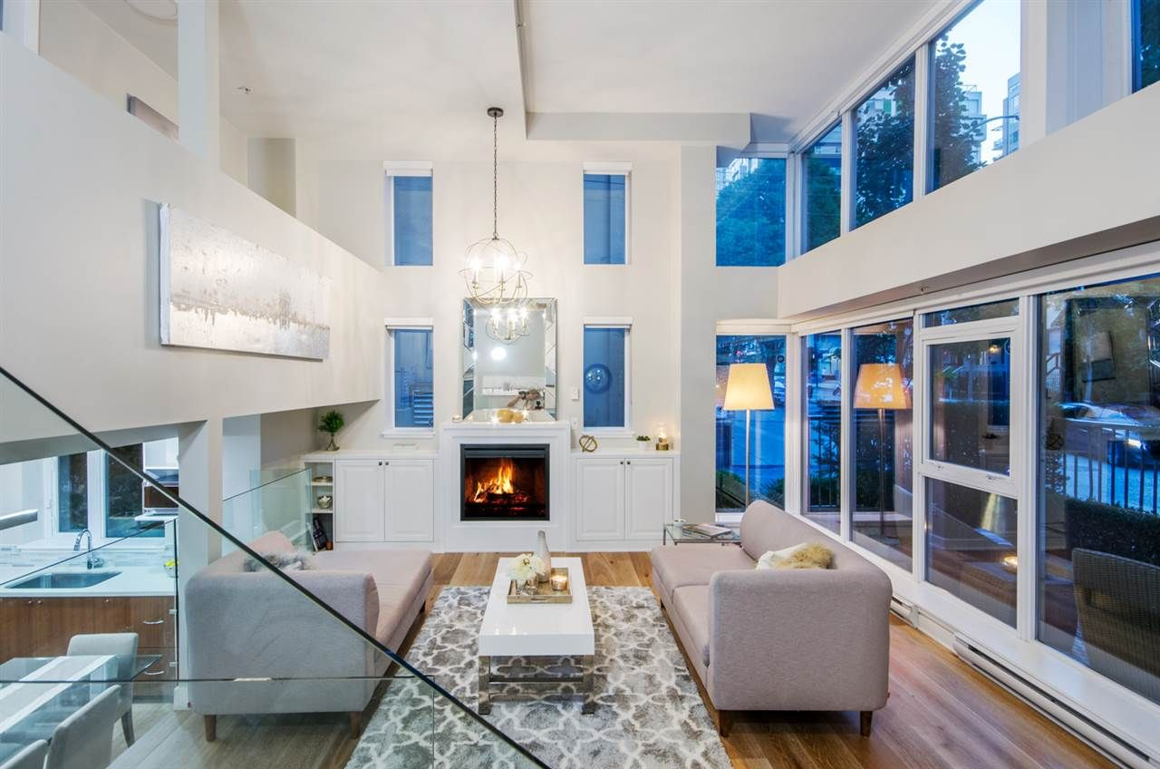 """Main Photo: 428 HELMCKEN Street in Vancouver: Yaletown Townhouse for sale in """"H & H"""" (Vancouver West)  : MLS®# R2282518"""