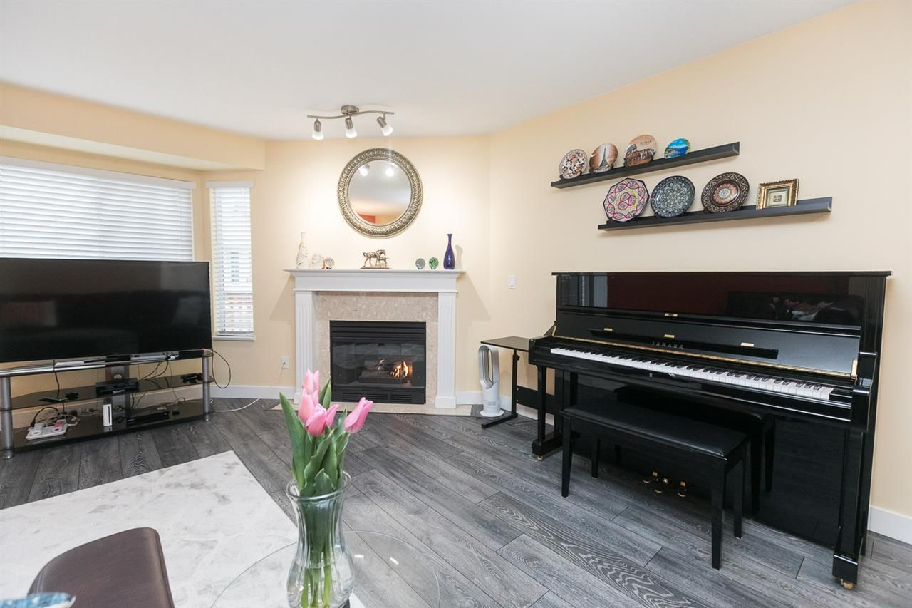 "Photo 12: Photos: 15 7875 122 Street in Surrey: West Newton Townhouse for sale in ""The Georgian"" : MLS®# R2446530"