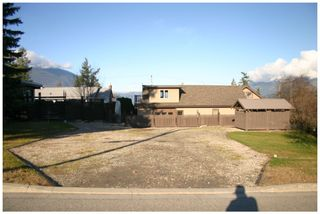 Photo 1: 941 Northeast 8 Avenue in Salmon Arm: DOWNTOWN Vacant Land for sale (NE Salmon Arm)  : MLS®# 10217178