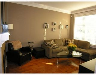 Photo 2: 253 E 13TH Avenue in Vancouver: Mount Pleasant VE Townhouse for sale (Vancouver East)  : MLS®# V676746