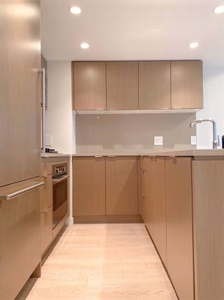 """Photo 3: 504 112 E 13TH Street in North Vancouver: Central Lonsdale Condo for sale in """"CENTREVIEW"""" : MLS®# R2452688"""