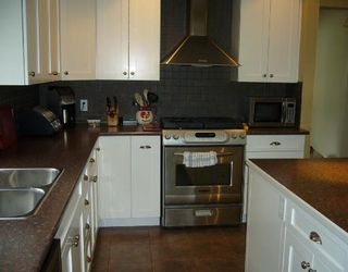 """Photo 2: 1474 SUNSET Place in Gibsons: Gibsons & Area House for sale in """"Georgia Crest"""" (Sunshine Coast)  : MLS®# V812460"""