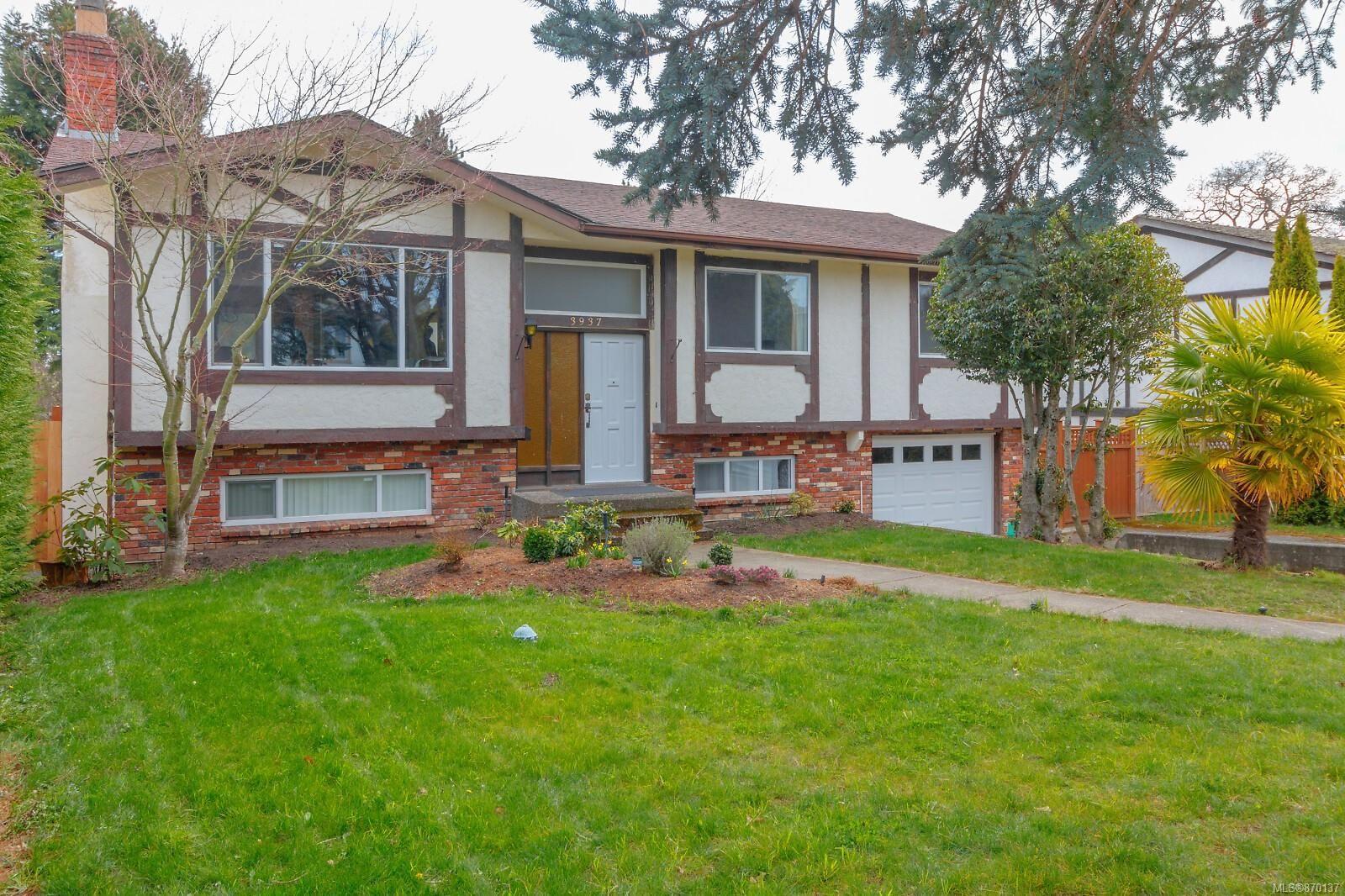 Main Photo: 3937 Lexington Ave in : SE Arbutus House for sale (Saanich East)  : MLS®# 870137