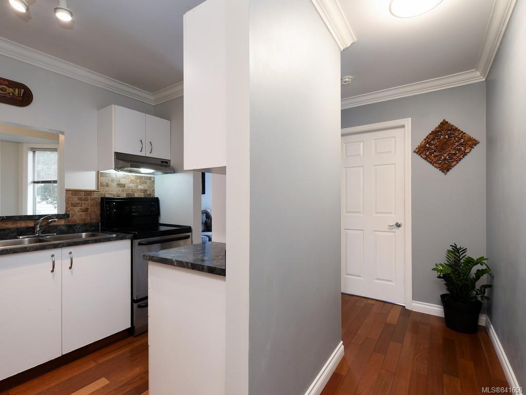 Photo 12: Photos: 101 1039 Caledonia Ave in Victoria: Vi Central Park Condo for sale : MLS®# 841658
