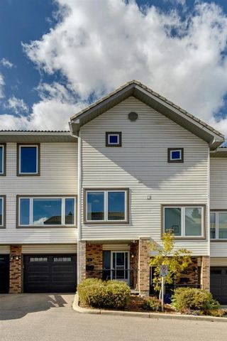 Photo 1: 81 Coachway Gardens SW in Calgary: Coach Hill Row/Townhouse for sale : MLS®# A1147900