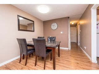"""Photo 7: 10531 HOLLY PARK Lane in Surrey: Guildford Townhouse for sale in """"HOLLY PARK LANE"""" (North Surrey)  : MLS®# R2147163"""