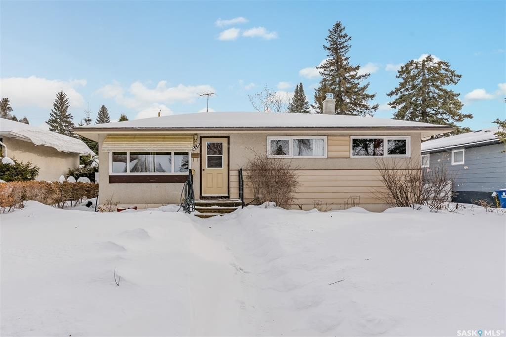 Main Photo: 450 Montreal Avenue South in Saskatoon: Meadowgreen Residential for sale : MLS®# SK841221