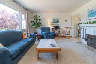 Photo 3: 2416 Mowat St in : OB Henderson House for sale (Oak Bay)  : MLS®# 881551