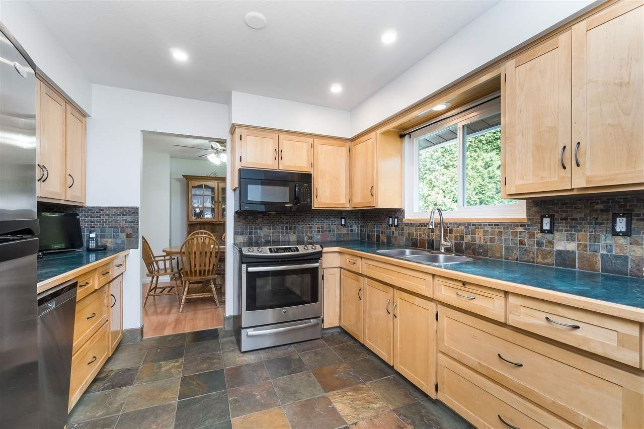 Photo 15: Photos: 3124 BABICH Street in Abbotsford: Central Abbotsford House for sale : MLS®# R2480951