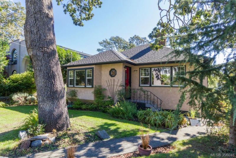 FEATURED LISTING: 859 Richmond Ave VICTORIA