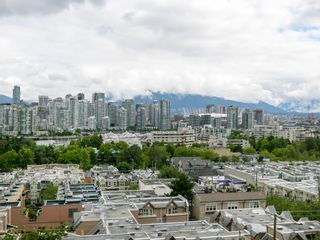 """Photo 5: 905 728 W 8TH Avenue in Vancouver: Fairview VW Condo for sale in """"700 WEST8TH"""" (Vancouver West)  : MLS®# R2082142"""