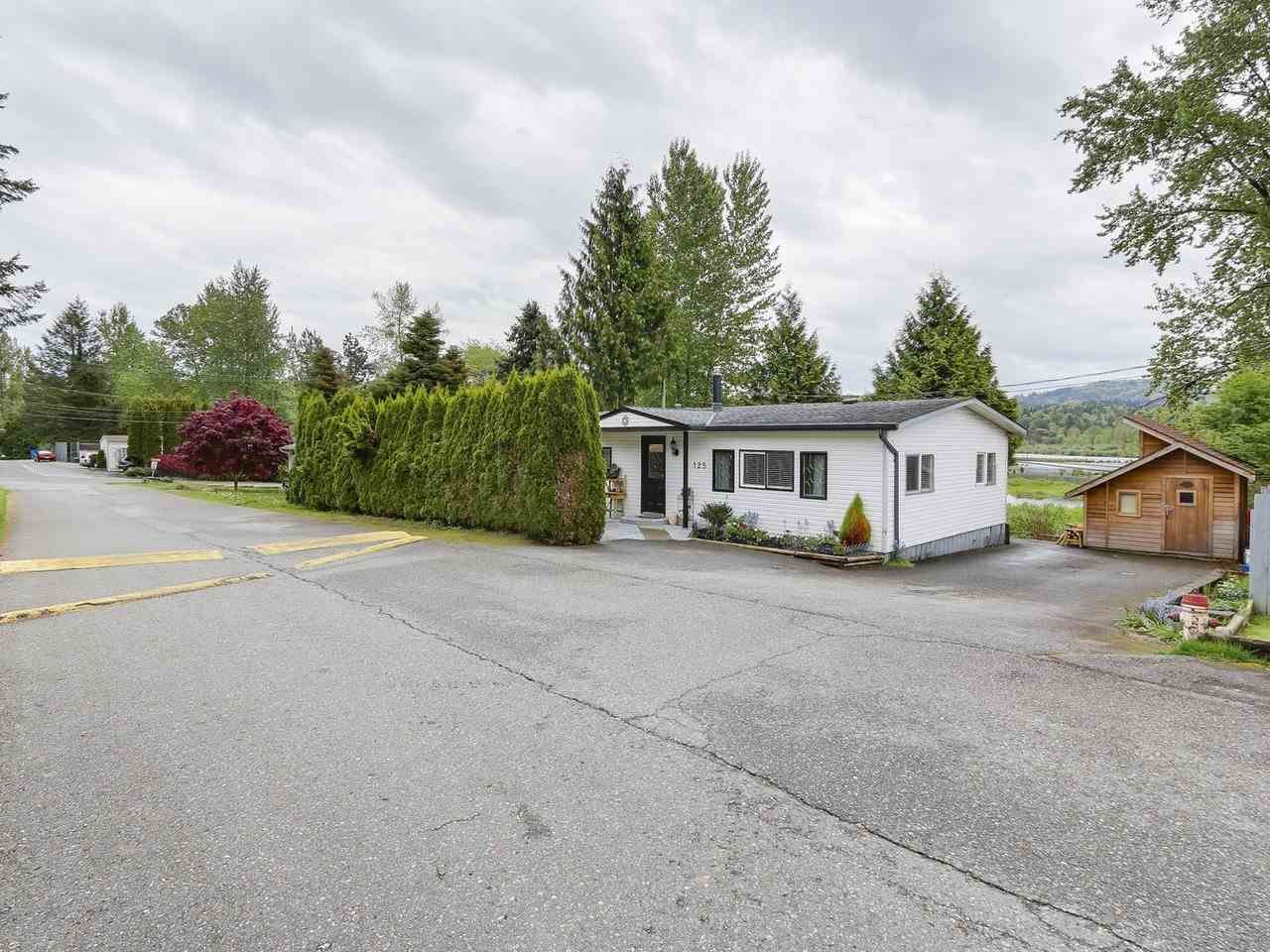 "Main Photo: 125 10221 WILSON Street in Mission: Stave Falls Manufactured Home for sale in ""TRIPLE CREEK ESTATES"" : MLS®# R2165251"