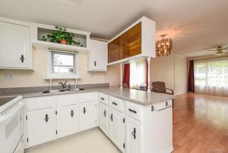 Photo 5: 32 1901 E Ryan Rd in : CV Comox Peninsula Manufactured Home for sale (Comox Valley)  : MLS®# 861919