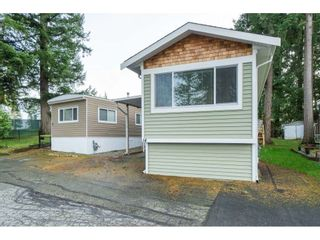 """Photo 6: 14 24330 FRASER Highway in Langley: Otter District Manufactured Home for sale in """"Langley Grove Estates"""" : MLS®# R2518685"""