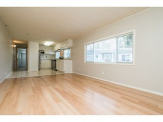 """Photo 7: 20 24330 FRASER Highway in Langley: Otter District Manufactured Home for sale in """"Langley Grove Estates"""" : MLS®# R2497315"""